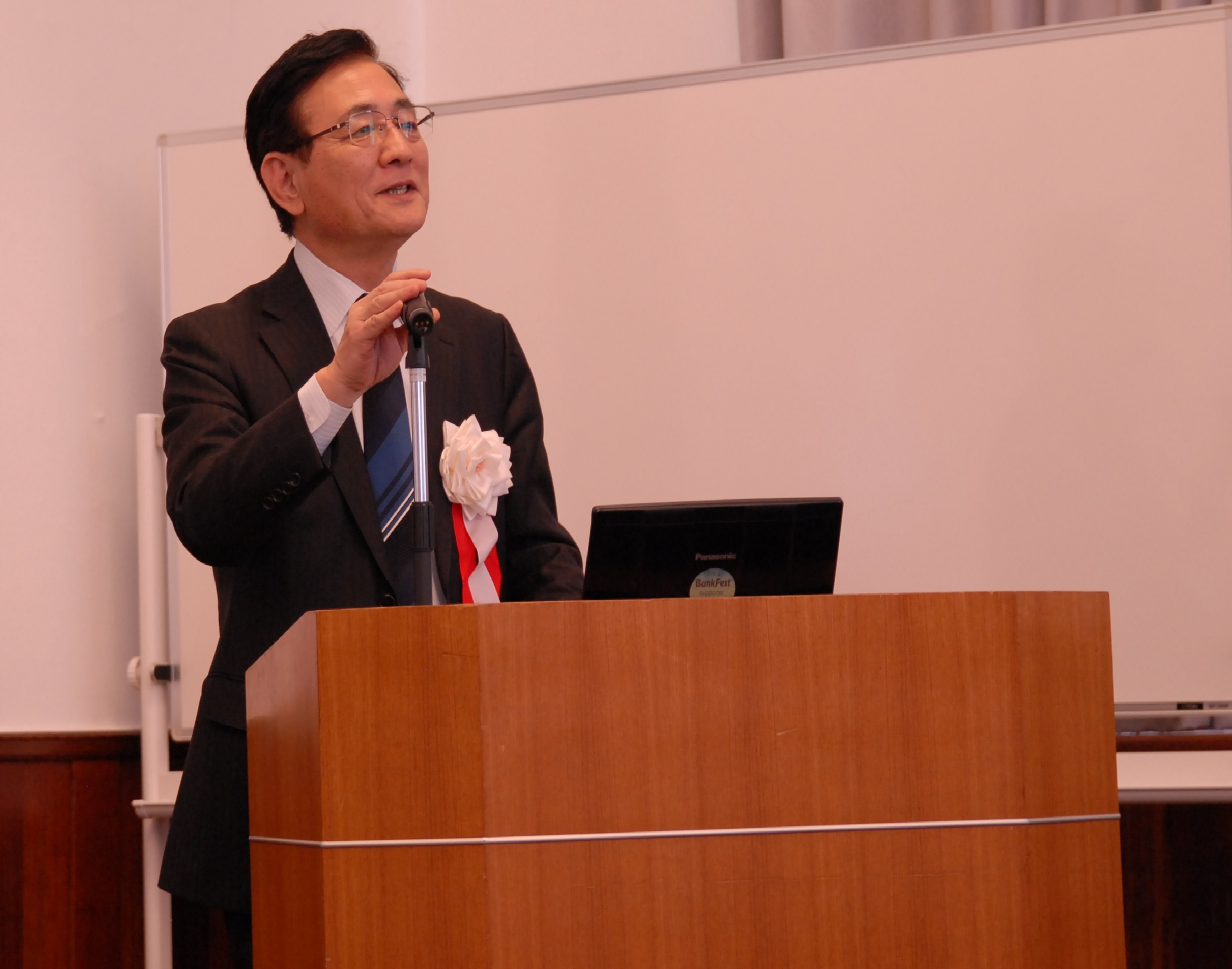 Dr. NagahiroMinato, Executive Vice President of Kyoto University,